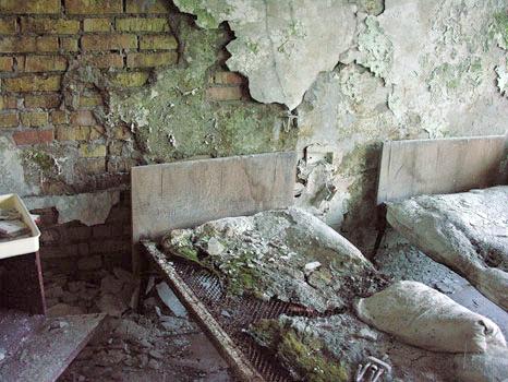 Traces Tchernobyl - Prypiat. Chambre de l'hôpital / Sept.2005